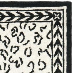 Safavieh Hand-hooked Chelsea Leopard White Wool Rug (2'9 x 4'9)
