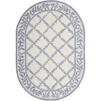 """Safavieh Hand-hooked Trellis Ivory/ Light Blue Wool Rug - 4'6"""" x 6'6"""" oval"""