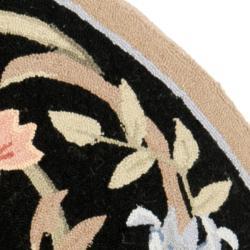 Safavieh Hand-hooked Garden Scrolls Black Wool Rug (5'6 Round) - Thumbnail 1