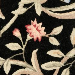 Safavieh Hand-hooked Garden Scrolls Black Wool Rug (5'6 Round) - Thumbnail 2
