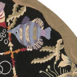 Safavieh Hand-hooked Gold Fish Black Wool Rug (8' Round) - Thumbnail 1
