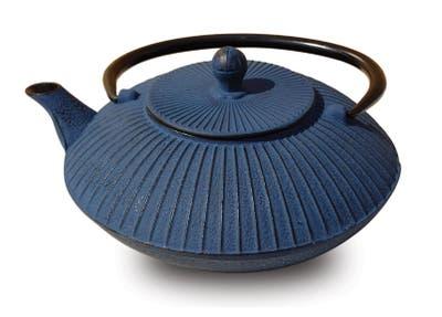 Old Dutch Cast Iron 27-ounce Teapot