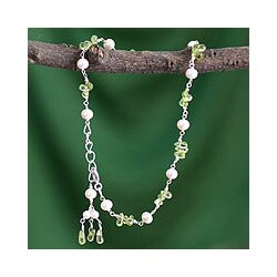 Handmade Cultured Pearl and Peridot Anklet 'Kanpur Summer' (3-5 mm) (India)