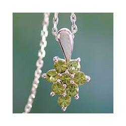 Handmade Sterling Silver 'Star of Delhi' Peridot Necklace (India)