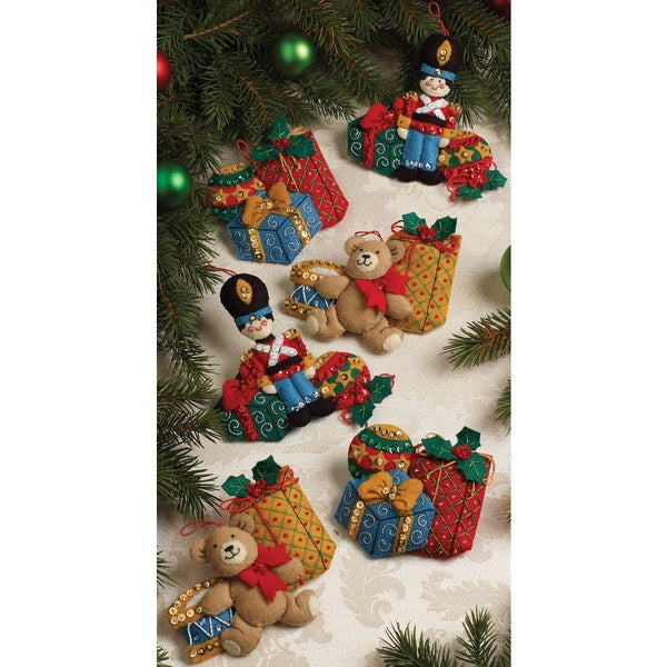 Under The Tree Ornaments Felt Applique Kit-4-1/2X5 Set Of 6