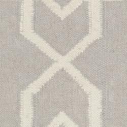Safavieh Transitional Moroccan Reversible Dhurrie Grey/Ivory Wool Rug (3' x 5') - Thumbnail 2