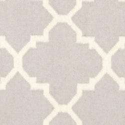 Safavieh Handwoven Moroccan Reversible Dhurrie Grey/ Ivory Wool Area Rug (8' Round) - Thumbnail 2