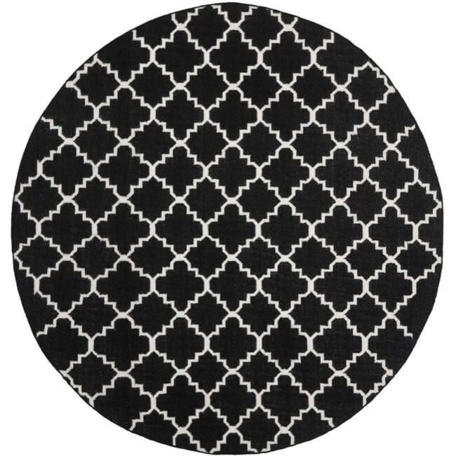 Safavieh Geometric Moroccan Reversible Dhurrie Black/ Ivory Wool Rug (8' Round)