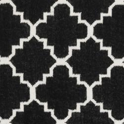 Safavieh Geometric Moroccan Reversible Dhurrie Black/ Ivory Wool Rug (8' Round) - Thumbnail 2