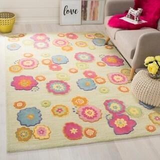 Safavieh Handmade Children's Flowers Green New Zealand Wool Rug (4' x 6')