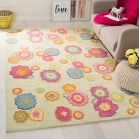 Safavieh Handmade Children's Flowers Green New Zealand Wool Rug - 5' x 8'