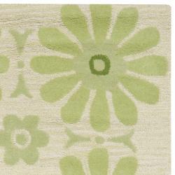 Safavieh Handmade Children's Daisies Green New Zealand Wool Rug (8' x 10') - Thumbnail 1