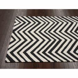 nuLOOM Handmade Chevron Indoor/ Outdoor Black Rug (8' x 10') - Thumbnail 1