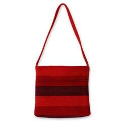 Handmade Alpaca Blend 'Scarlet World' Small Shoulder Bag (Peru)