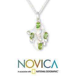 Sterling Silver 'Mumbai Ivy' Peridot Necklace (India) - Thumbnail 2