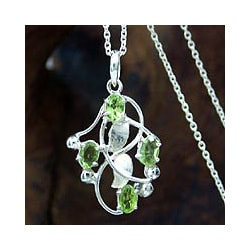 Sterling Silver 'Mumbai Ivy' Peridot Necklace (India)
