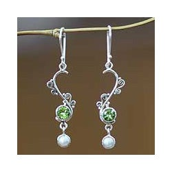 Sterling Silver 'Graceful' Peridot Pearl Earrings (5 mm) (Indonesia)