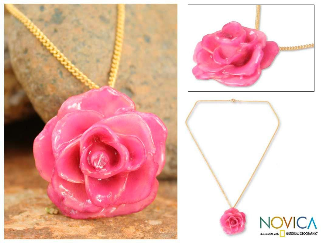 Handmade Gold Overlay 'Sweet Pink' Natural Rose Necklace (Thailand)
