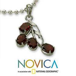 Handmade Sterling Silver 'Temptation' Garnet Necklace (India) - Thumbnail 2