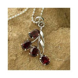Handmade Sterling Silver 'Temptation' Garnet Necklace (India)