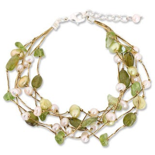Handmade Sterling Silver Peridot and Pearl Cloud Forest Beaded Style Bracelet (4-7 mm) (Thailand)