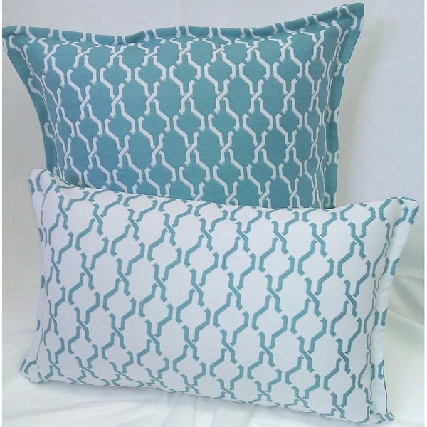 Corona Decor Turquoise and White Indoor/ Outdoor Decorative Throw Pillow (Set of 2)