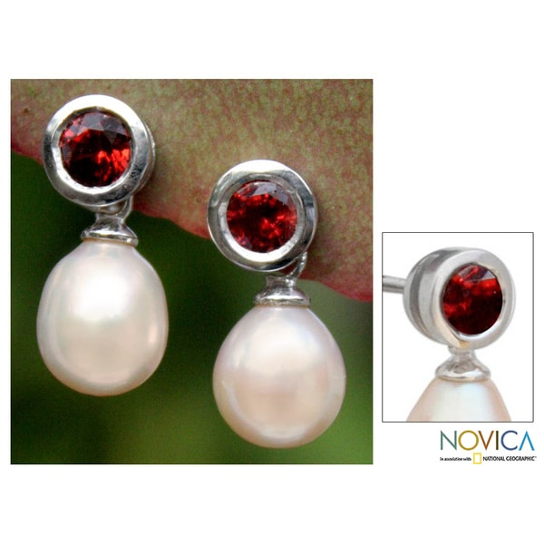 Sterling Silver 'Glowing' Garnet and Pearl Earrings (9 mm) (Thailand)