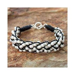 Handmade Silver and Leather 'Snowy Paths' Pearl Bracelet (4.5 mm) (Thailand)