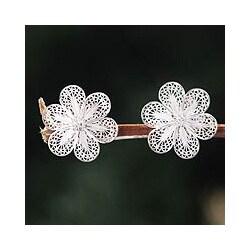 Silver Handmade 'Andean Daisies' Filigree Earrings (Peru)