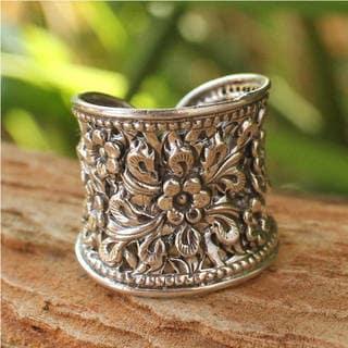 Handmade Sterling Silver Mae Ping Jasmine Blossom Grace White Ring (Thailand)