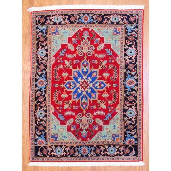 Persian Hand-knotted Heriz Red/ Navy Wool Rug (5' x 6'9)