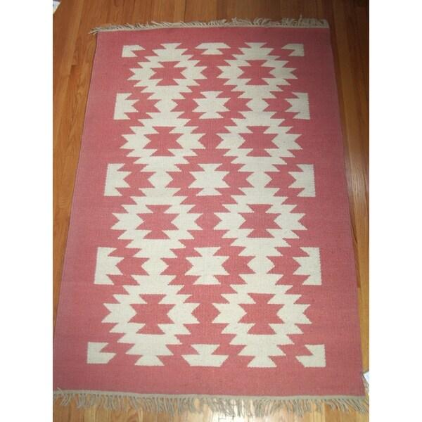 Flatweave Ghost Dance Salmon & White 100-percent Egyptian Wool Area Rug (4'x6')