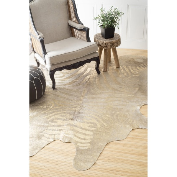 nuLOOM Hand-picked Brazilian Gold Foil Stripes Cowhide Rug (5' x 7')