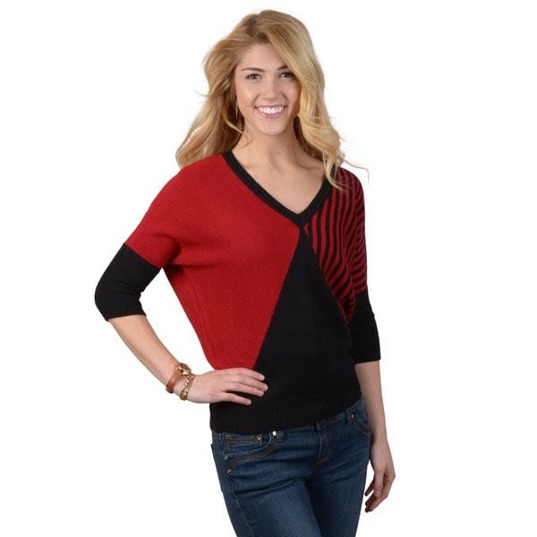 Journee Collection Juniors Three-quarter Sleeve V-neck Sweater