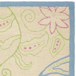 Safavieh Handmade Children's Paisley Ivory New Zealand Wool Rug (5' x 8')
