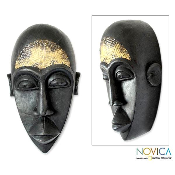 Handcrafted Sese Wood 'Beninese Fortuneteller' African Mask (Ghana)