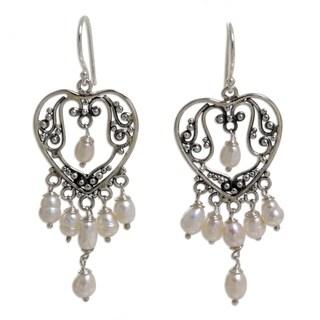 Handmade Sterling Silver 'Heart Symphony' Pearl Earrings (4.5 mm) (Indonesia)