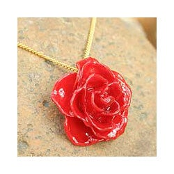 Handmade Gold Overlay 'Sweet Scarlet' Natural Rose Necklace (Thailand)