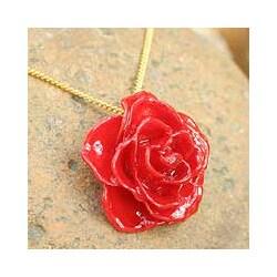 Handmade Gold Overlay 'Sweet Scarlet' Natural Rose Necklace (Thailand)