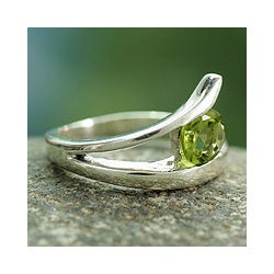 Handmade Sterling Silver 'Dazzling Love' Peridot Ring (India)