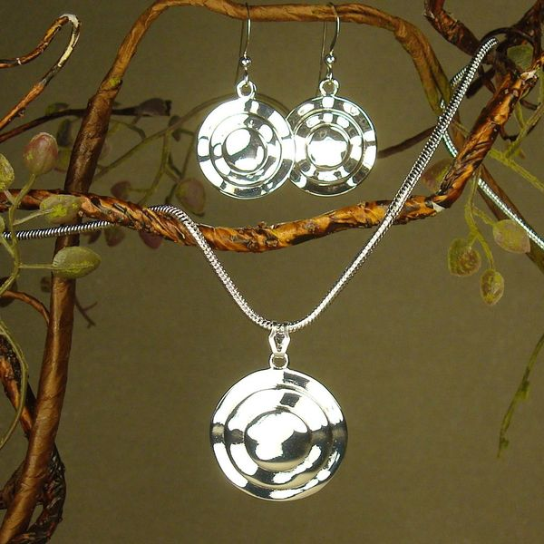 Jewelry by Dawn Bright Silver Circles Necklace and Earring Set