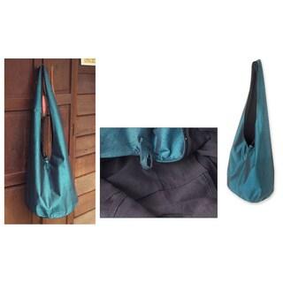 Handmade Silk and Cotton 'Sky Season' Medium Sling Handbag (Thailand)