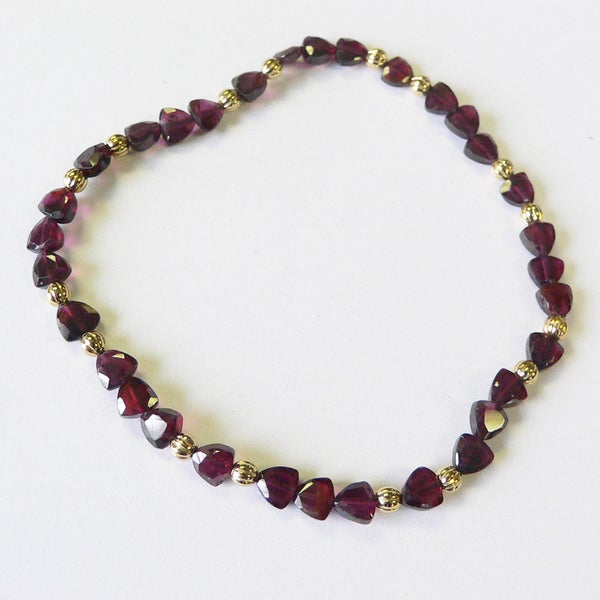 Goldplated Garnet Stretch Bracelet