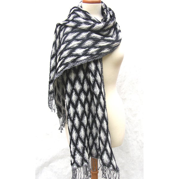 Handmade Merino Wool Black/ White Diamond Motif Shawl (India)