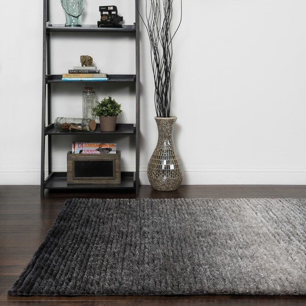 Hand-tufted Josephine Black Rug (5' x 7'6)