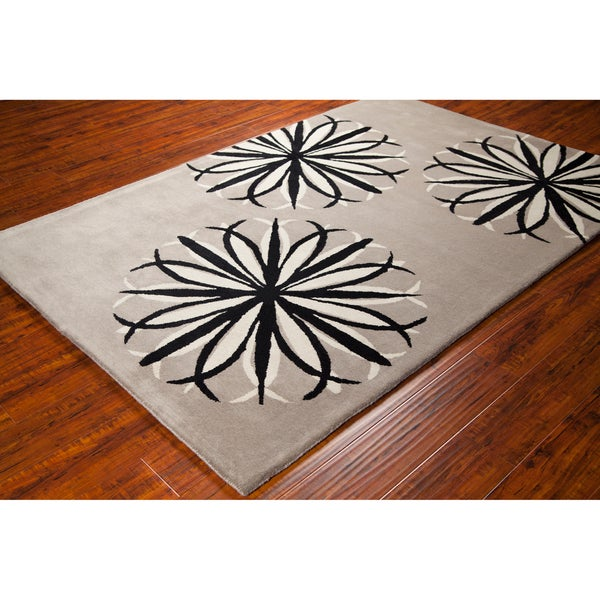 "Grey-and-Black Allie Handmade Floral Wool Rug (5' x 7'6"")"