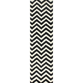 nuLOOM Hand-tufted Spectrum Chevron Wool Runner (2'6 x 10')
