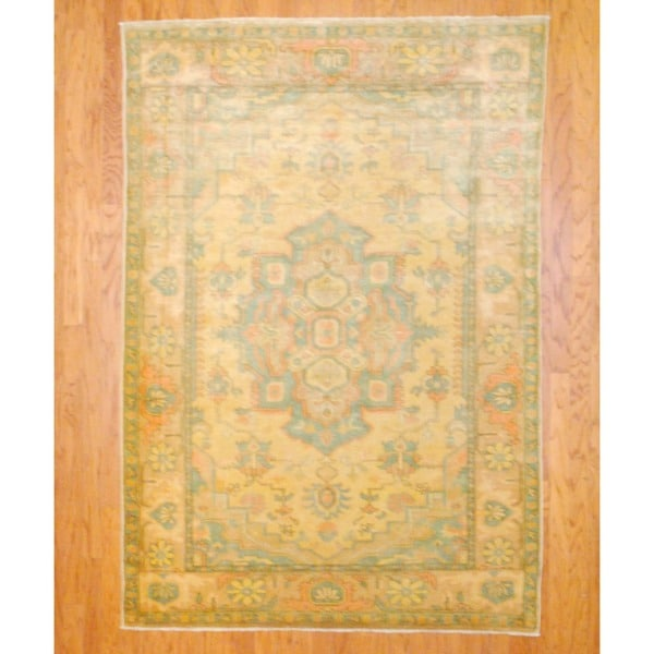 Egyptian Hand-knotted Vegetable Dye Gold/ Light Green Wool Rug (5'5 x 7'9)