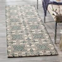 Safavieh Handmade Moroccan Chatham Majestic Light Blue/ Ivory Wool Rug - 7' x 7' Round