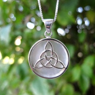 Handmade Sterling Silver Round Mother of Pearl Celtic Knot 'Infinity Love' (Thailand)